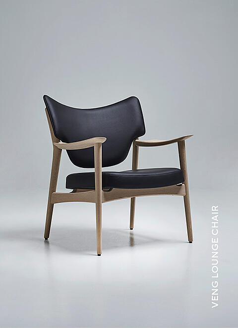 Eikund Veng armchair in black leather and White oiled oak in white background