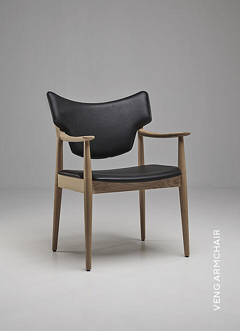 Eikund Veng dining chair in black leather and White oiled oak in white background